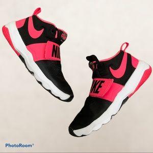 Nike Team Hustle Blk/Pink size 8 US women's